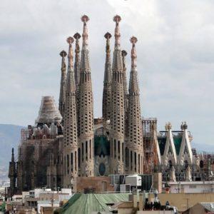 download The magnificent la sagrada familia church in Barcelona | city …
