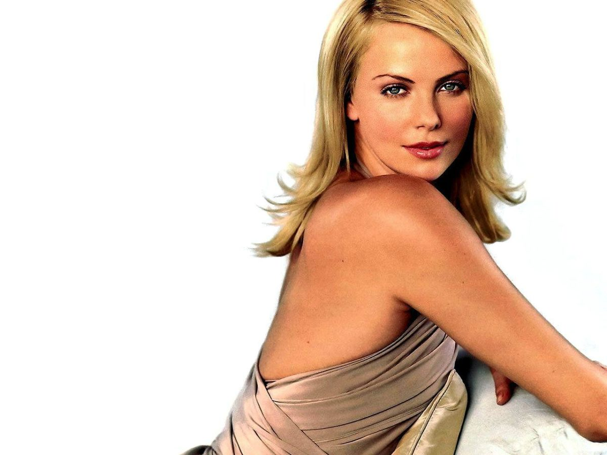 Charlize Theron Wallpaper | 1600×1200 | ID:1595