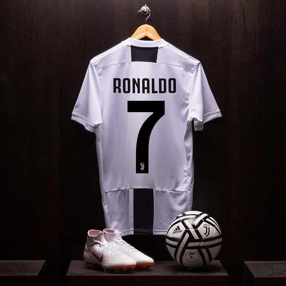 Cristiano Ronaldo jersey Juventus