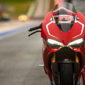 download Ducati 1199 Panigale R Fly By & Termignoni Exhaust Sound Test