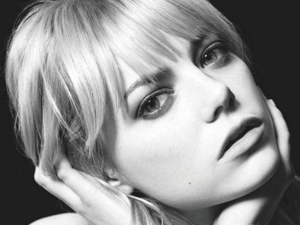 Wallpapers For > Emma Stone Zombieland Wallpaper
