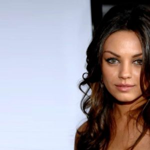 download Mila Kunis Wallpapers HD-