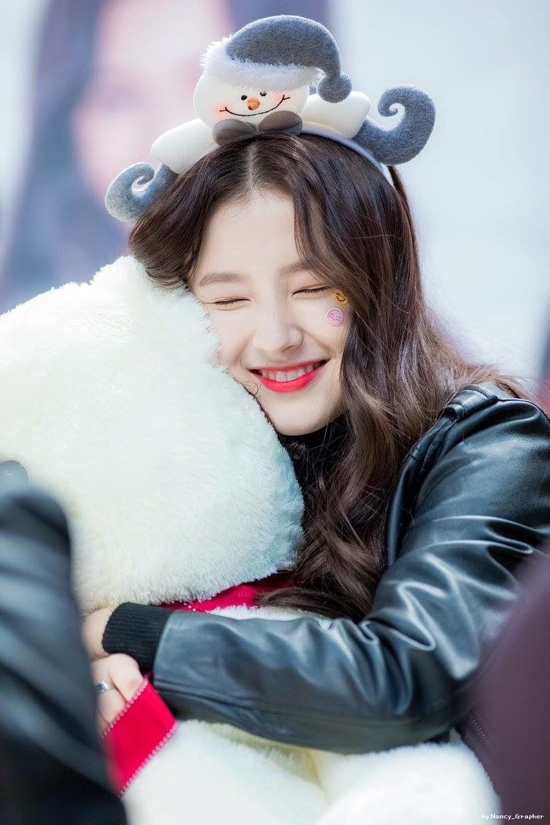 26 images about MOMOLAND 。Nancy on We Heart It   See more about …