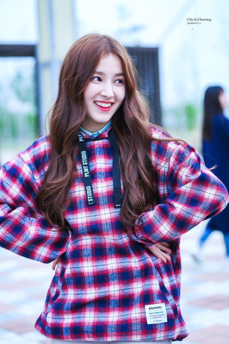 Nancy (Momoland)   K P0P ✧✧✧゚✧゚   Pinterest   Yoona and Kpop