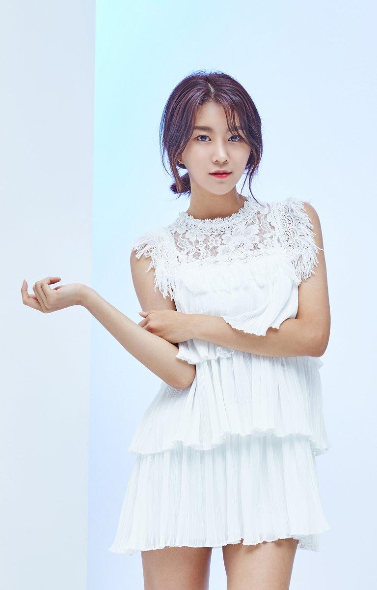 Hyebin – Momoland   K-Pop Group Leaders   Pinterest
