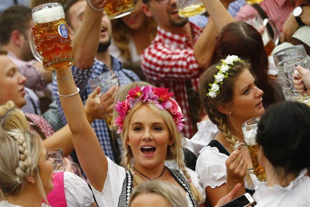 Oktoberfest Arrives HD Wallpaper | Celebrations Wallpapers