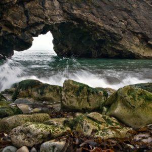 download Splashing against the rocks – HD Wallpapers