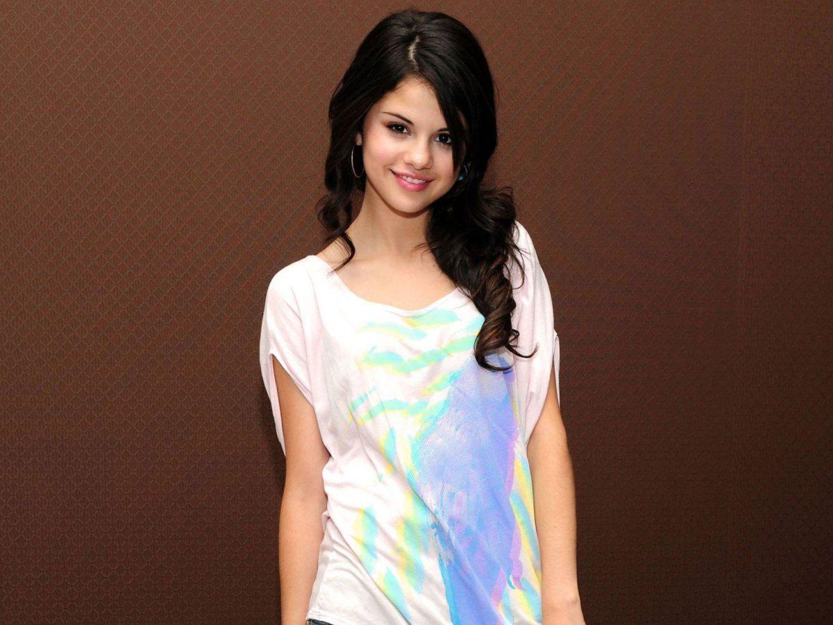 FunMozar – Beautiful Wallpapers of Selena Gomez