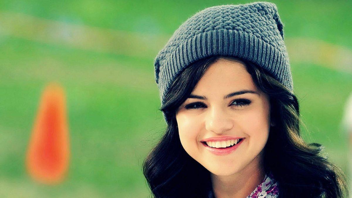 Selena Gomez Smile Wallpaper 39785 in Celebrities F – Telusers.com
