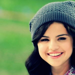 download Selena Gomez Smile Wallpaper 39785 in Celebrities F – Telusers.com