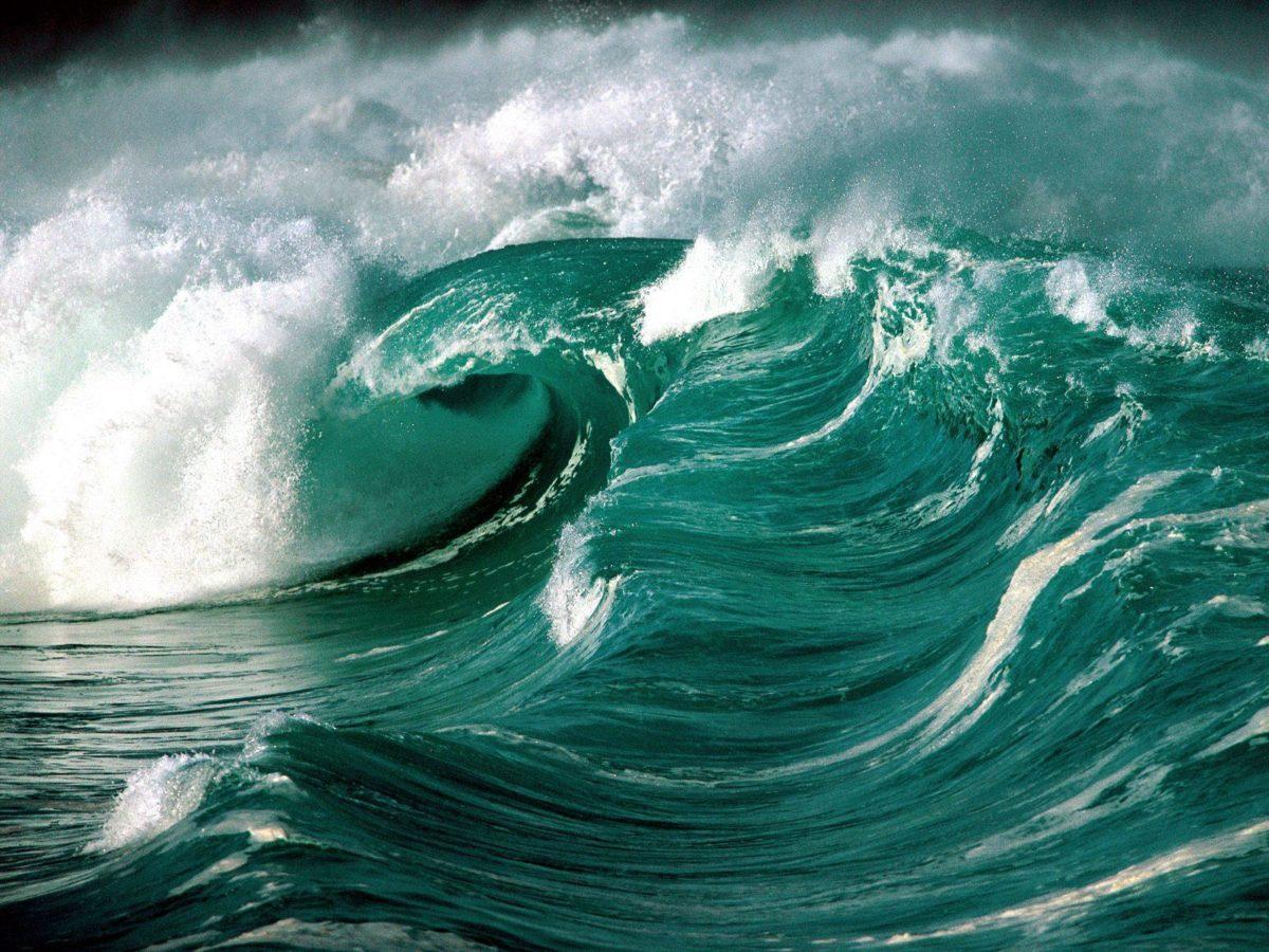 Tsunami waves on ocean free desktop background – free wallpaper image