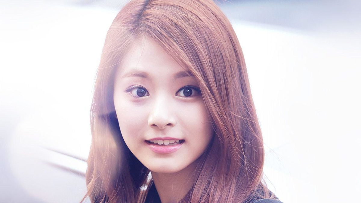 Wallpaper: https://desktoppapers.co/hh33-tzuyu-twice-smile-cute …